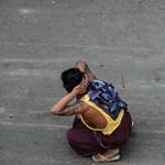 Fejbelövéssel fenyegeti a mianmari hadsereg a tüntetőket