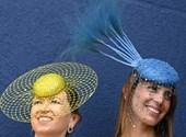 Megkezdődött a brit arisztokrácia divatshow-ja, az ascoti derbi – fotók