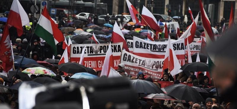 Nincs nemzeti ünnep Orbánnak tapsoló lengyelek nélkül