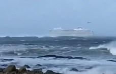 1300 embert kellett kimenteni a háborgó tengeren bajba jutott Viking hajóról