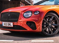 Szivárványos luxuskabriót készített a Bentley a brit Pride-ra