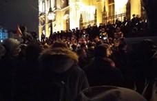Tüntetéssel győznék meg Ádert pénteken