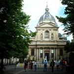 Több tanár és diák érintett volt a tragédiában: a Sorbonne-on emlékezett a francia elnök