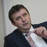 Palkovics: Rövidebb lesz a nyári szünet, könyv helyett tablet jön