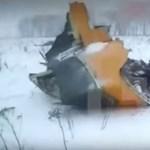 Videó a lezuhant repülő szétszóródott darabjairól