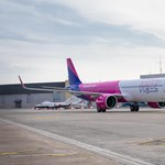 Kivizsgáltatja a Miniszterelnökség a 7 órás késéssel érkező londoni Wizz Air-járat ügyét