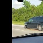 Három kerékkel repesztett az autópályán a sofőr – videó