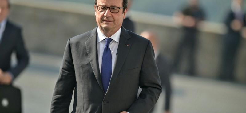 Hollande már hétfőn repülőre ül