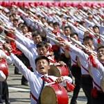 Éhínség Észak-Koreában: napi 16 deka rizsből nincs nemzeti seregszemle