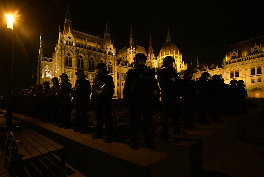 nagyításhoz rabszolgatörvény ellenes tüntés képek faz