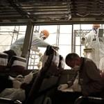Tömegek perlik a fukusimai atomerőmű gyártóit