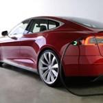 Az Apple-t is nekivezeti az autóiparnak a Vasember