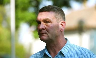 Botka kilépése csak akkor érthető, ha befejezetlen ügye maradt Budapesten