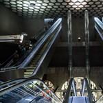 Bombariadó miatt teljesen lezárták a 4-es metrót
