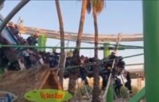 Vidámparkozók rémálma: 22 embert kellett kimenteni egy elakadt hullámvasútról Arizonában