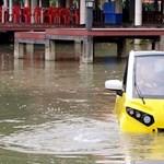 Morbid, de jól jöhet a vízen lebegő autó, amit a thaiföldi cunami ihletett