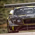 Gigantikus légterelőket kapott a Bentley Continental GT3