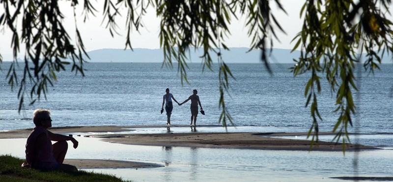 Ennyi pénzért mehet a Balatonhoz strandolni