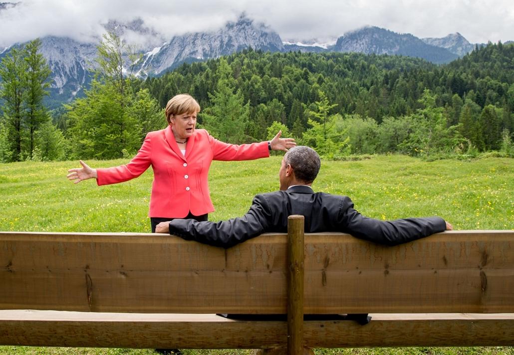 afp.15.06.08. - Elmau, Németország: Angela Merkel és Barack Obama eszmecseréje az Elmau Castle kertjében a G7 csúcstalálkozón - 7képei, évképei