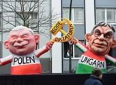 Itt Orbánt egy lapon említik Perónnal, Mussolinivel és Indira Gandhival