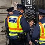 Öt rendőr kezdett ellenőrizni egy fiatalt az Orbán-beszéd helyszínén – fotók