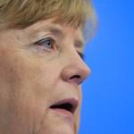 Merkel neonácikat emlegetett, és elítélte a menekültellenes támadásokat