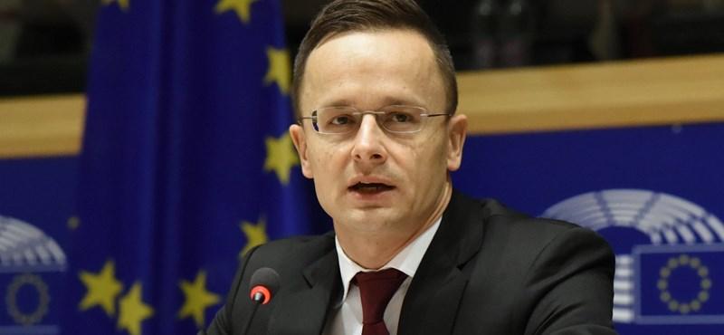 Brüsszeli meghallgatás: a kormány higgadtságot kér, örül a vitának, majd habzik a szája