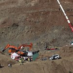 A bányászmentők megkezdték a leereszkedést a kútba zuhant spanyol kisfiúhoz