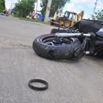4 évet kapott az autós, aki sms-ezett gyorshajtás közben és halálra gázolt egy motorost