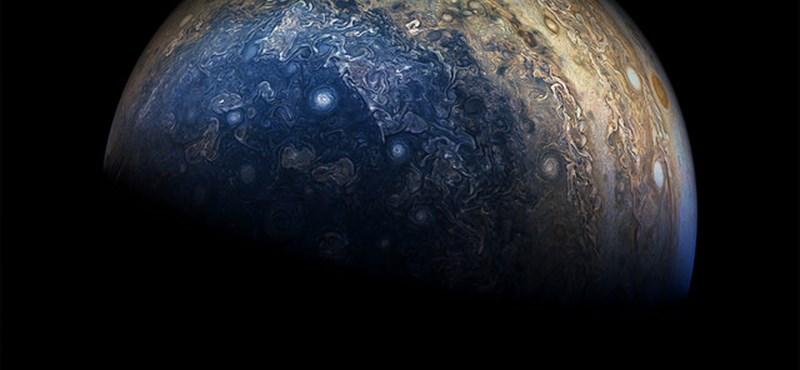 Sikerült belesniük a kutatóknak a Jupiter felhői alá