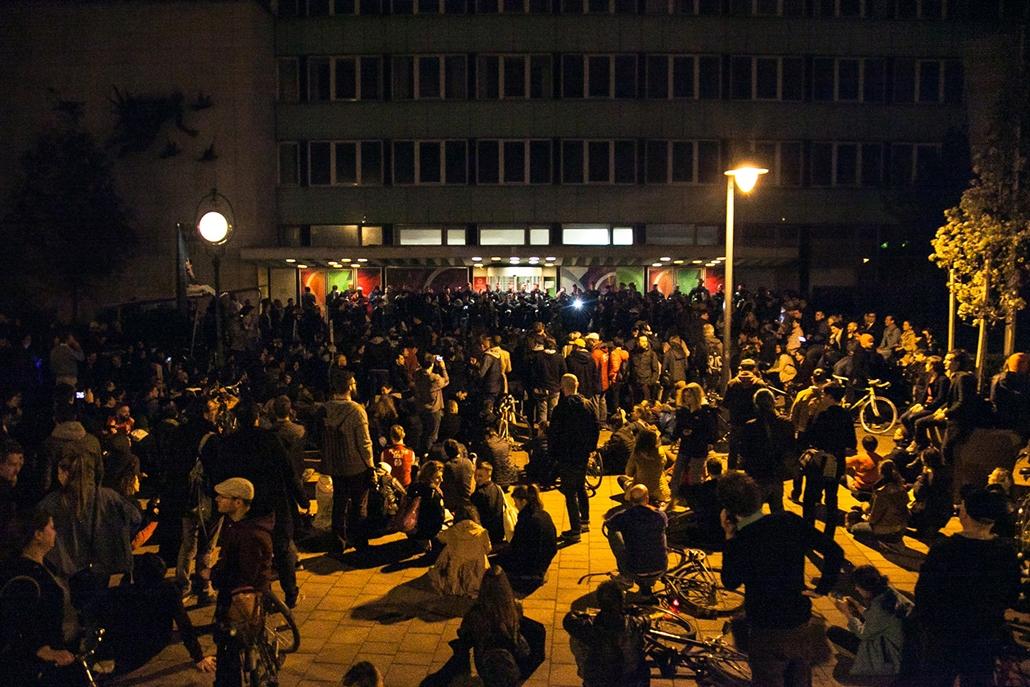 bzs.17.04.10. - CEU tüntetés, spontán tüntetés Magyar Rádió