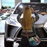 Vége a nagy autószalonok idejének?