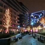 Ilyen a karácsonyi díszkivilágítás a Corvin negyedben (videó)