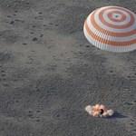 Fegyvert kapnak ismét az orosz űrhajósok