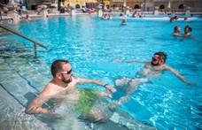 A medencéket, a szaunát és a gőzt kivéve kötelező a maszk a fürdők zárt terében