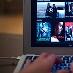 Reklámok és programcsomagok: új korszak jöhet a Netflix és vetélytársai harcában