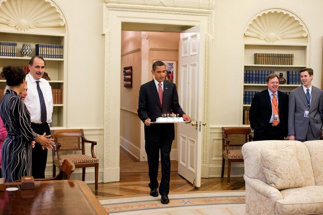 lehetőleg ne - flickrCC_! - 09.08.06. - Washington, USA: Barack Obama Phil Schiliro jogi ügyekért felelős asszisztenséne köszöntésén 2009. augusztus 6-án. - Barack Obama nagyítás