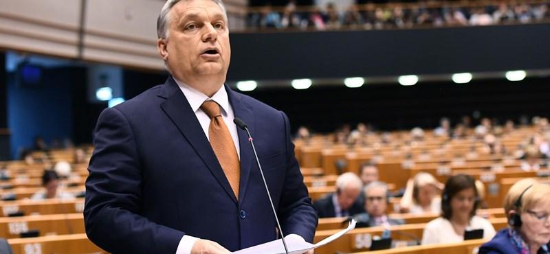 Orbánt saját elvbarátai is támadták, miközben a védhetetlent próbálta védeni