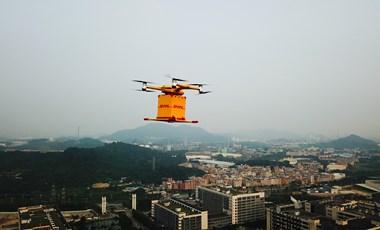 Percek alatt kiviszi a csomagot és a személyit is érti majd a DHL drónja