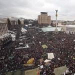 Ledöntötték a Lenin-szobrot Kijevben