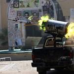 Menekülnek a civilek Kadhafi szülővárosából az ostrom miatt