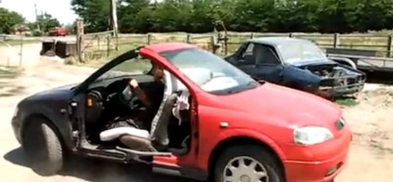 Videó: ilyen egy kétarcú autó