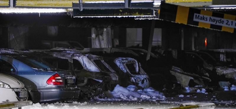 Autók százai égtek porrá egy norvég repülőtér parkolóházában