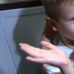Újra egymásra talált a négyéves és a mackója - videó
