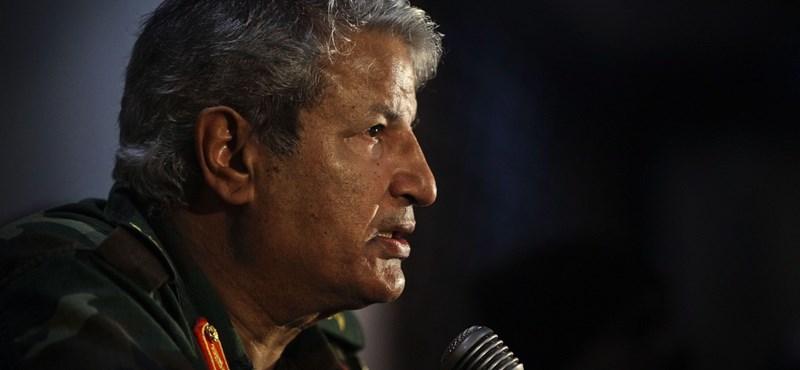 Megölték a líbiai lázadók parancsnokát