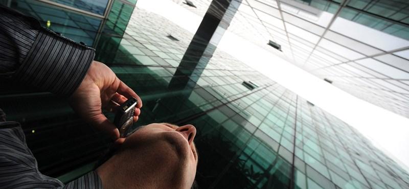 Több mint 500 telefonos csalót vettek őrizetbe a Fülöp-szigeteken
