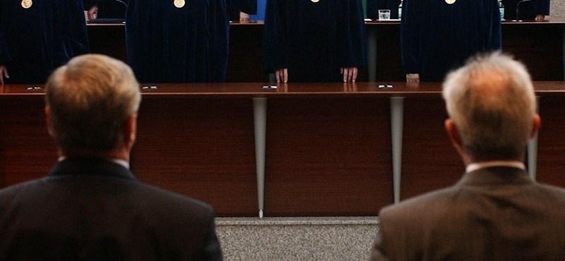 Bírák nyugdíjazása: az Ab elmeszelheti a rendelkezést