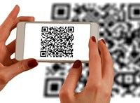 Kína szerint mindenhol be kellene vezetni a QR-kódos személyellenőrzést, hogy újra lehessen utazgatni