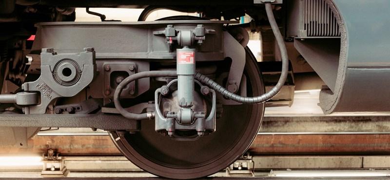 Olyan rossz a vasúti pálya állapota Dombóvárnál, hogy sebességkorlátozást kellett bevezetni