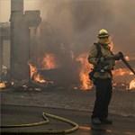 Nem bírnak a tűzoltók a kaliforniai erdőtűzzel – fotók
